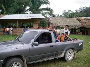 Autobus du village de Secubuc. On fait avec les moyens qu'on a.