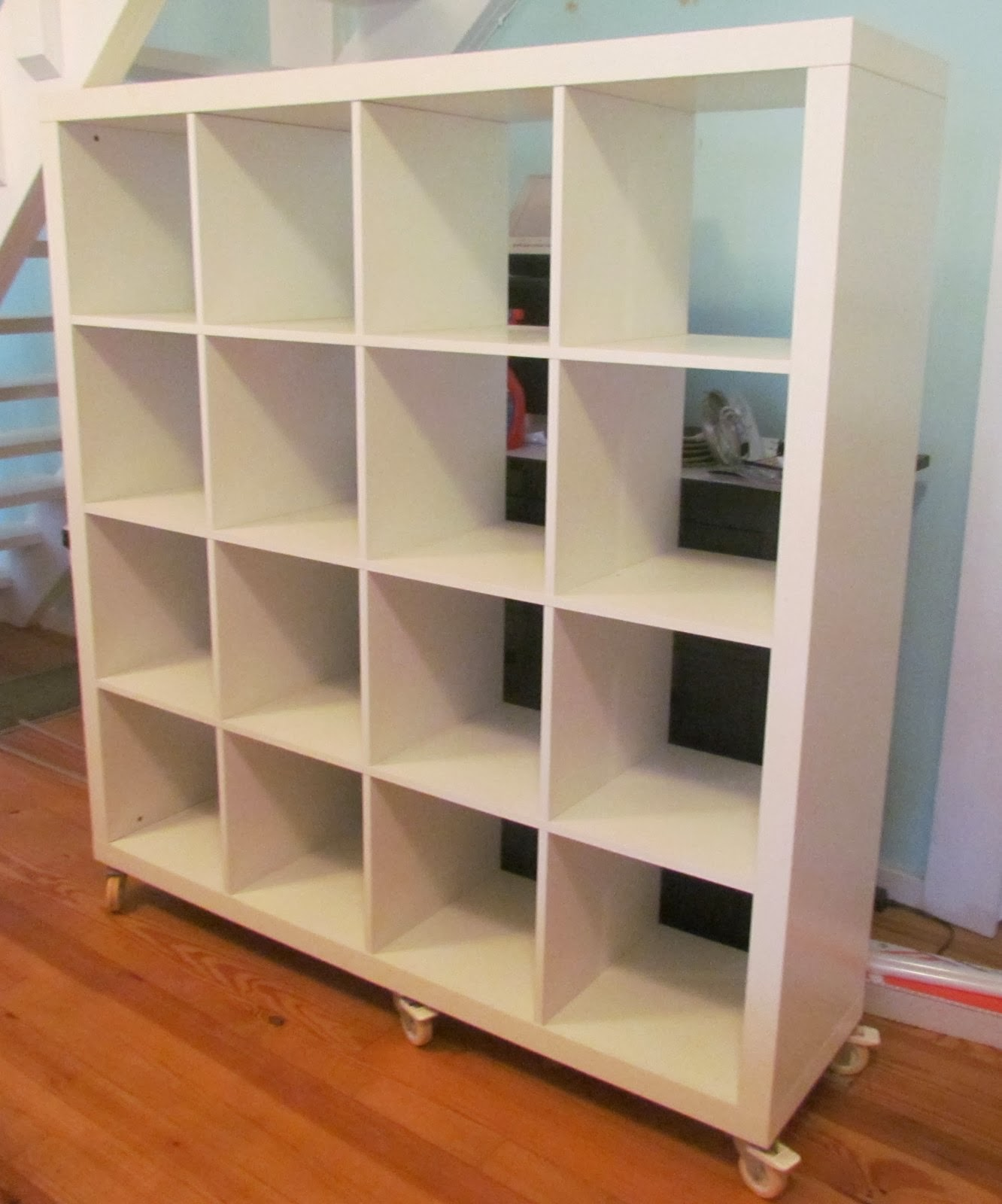 Fibermania wall o 39 wool for Ikea expedit wheels