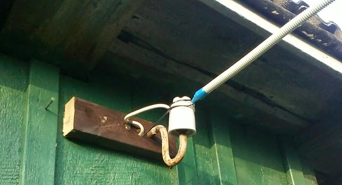 Воздушный кабель на даче в хоз постройки