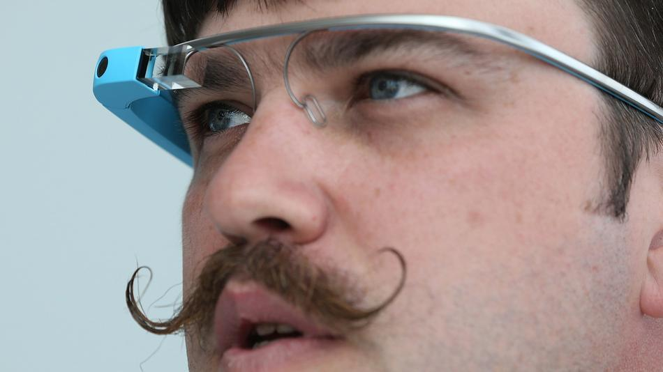 On the occasion of show the developers of Google, Facebook and Twitter have submitted their applications for glasses connected to the firm