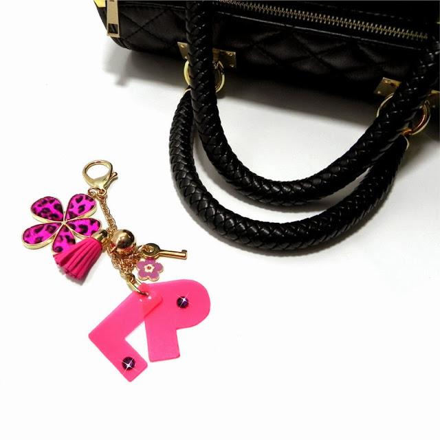 http://www.millenniumstar.it/ultime-novita/1193-your-bag-borsa-da-donna-in-pelle-nera-con-le-tue-iniziali.html