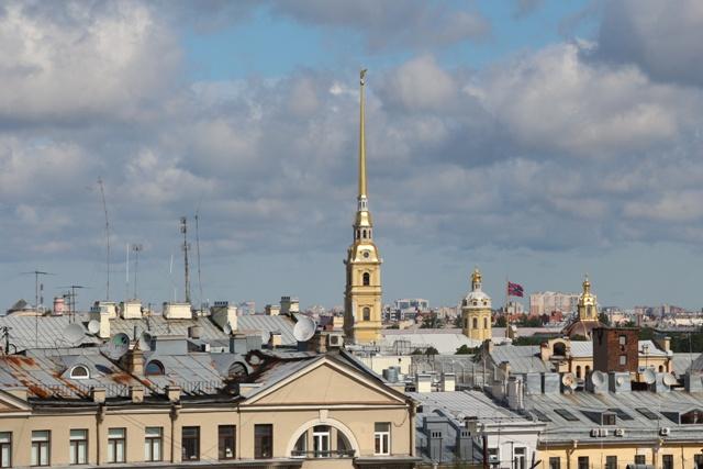 La aguja de San Pedro y San Pablo visible desde todos los puntos de la ciudad