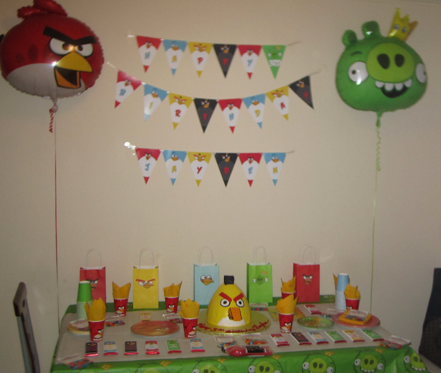 Diaper diva creations our son 39 s angry birds 3rd birthday for Angry birds party decoration ideas