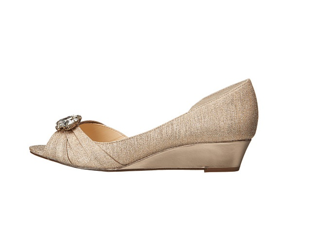 Nina formal low wedges in gold