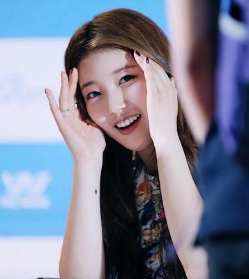 Suzy miss A Cute Peekaboo