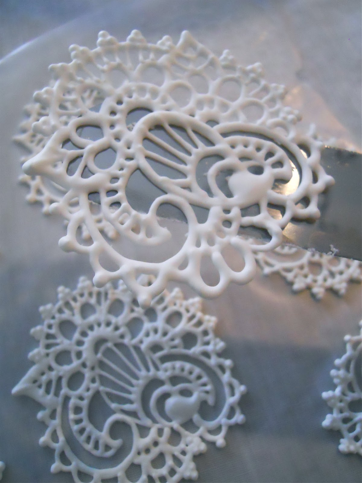 Lace Piping Cake Decorating : .Oh Sugar Events: Royal Icing Henna Transfers