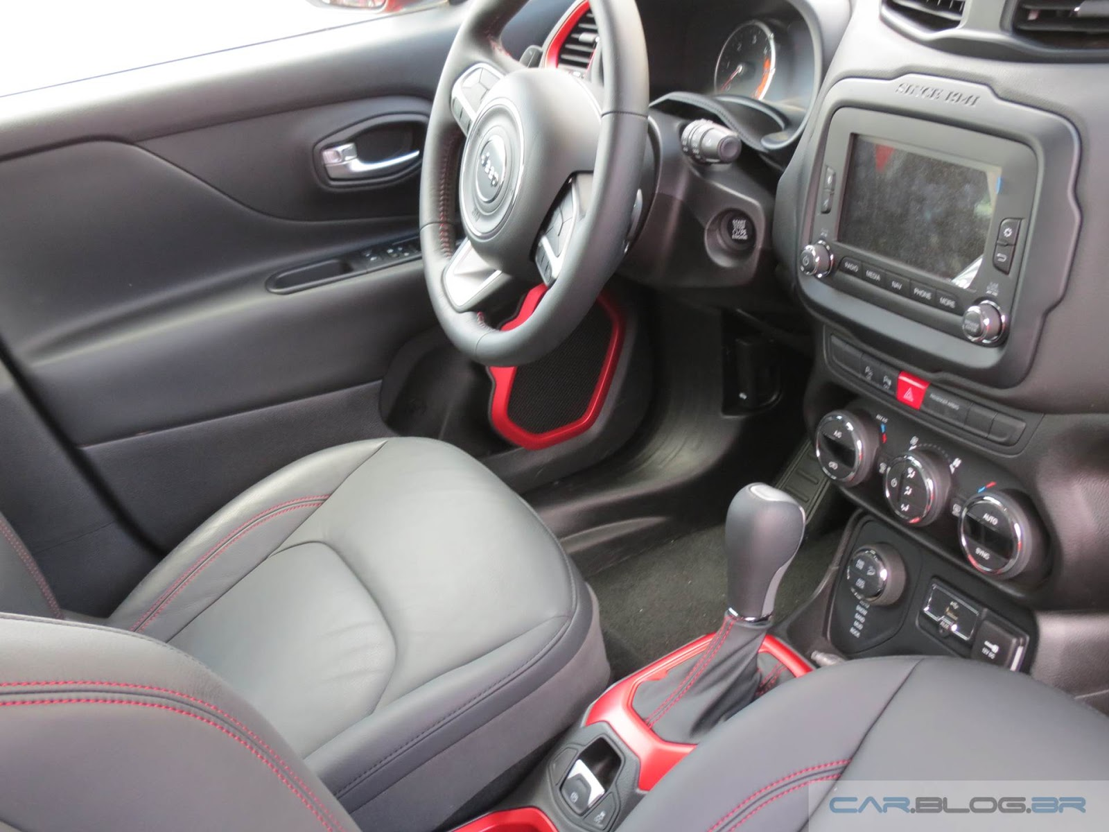 Jeep Renagade Trailhawk - interior