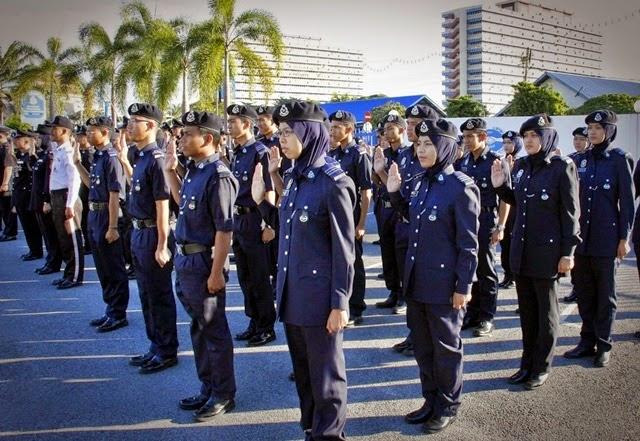 Bantu Anggota Mangsa Banjir PDRM Potong Gaji 123 000 Polis