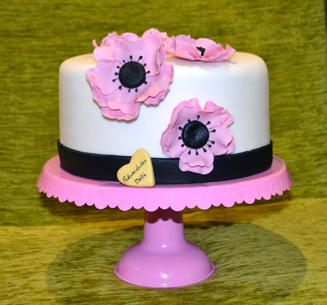 Tarta fondant flores anemona rosa sugar dreams gandia cumpleaños modelado personalizada