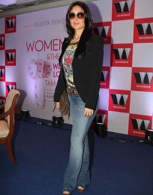 Makeupworld Actress Kareena Kapoor jeans and t-shirt stills | Kareena Kapoor sexy pics gallery