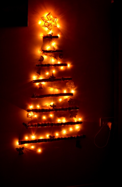 Wall With Christmas Lights : My Wall Christmas Tree....
