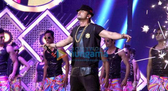 Ranveer, Anil Kapoor & Honey Singh at 4th Gionne Star Global Indian Music Academy Awards