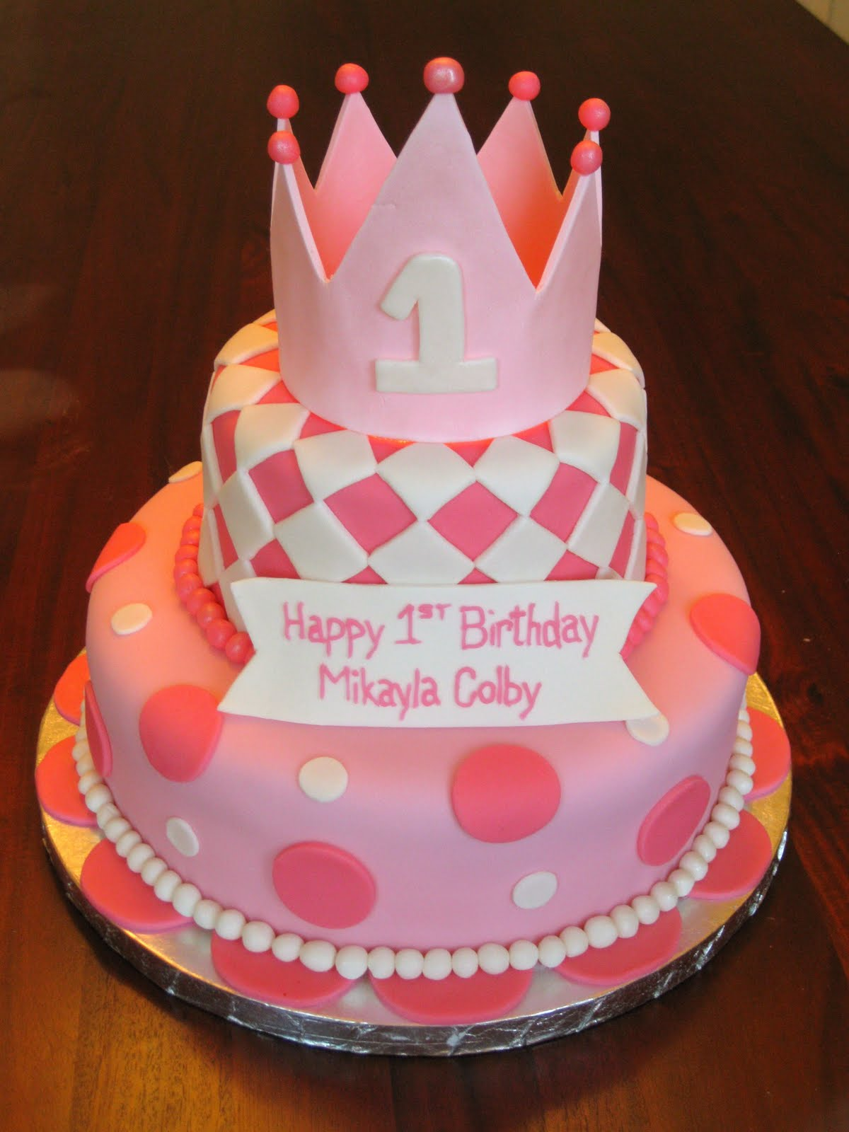Fondant Cake Design For Birthday : Fun Fondant Cakes: I love looking at colorful cakes!