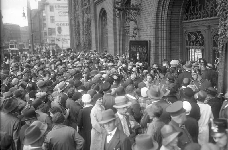 bank runs during the great depression Bank runs and the great depression by don boudreaux on march 29, 2010 in great depression preventing a recurrence of the immense bank runs that were a central cause of the great depression suffered zero bank failures during the depression.