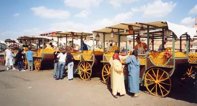 Au Maroc, ''mahlabates'' et grande distribution se disputent le marché lucratif des jus