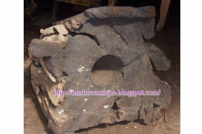primitive mortar java,lumpang antik java,antique mortar