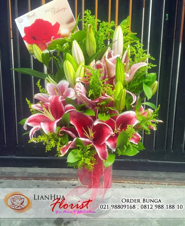 buket bunga lily, bunga untuk pacar, bunga ulang tahun, bunga ucapan untuk ibu, toko karangan bunga, toko bunga jakarta utara