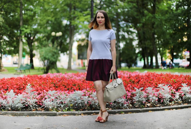 http://annaonopiuk.blogspot.com/2014/08/dresowa-sukienka-w-wersji-weselnej-i-na.html