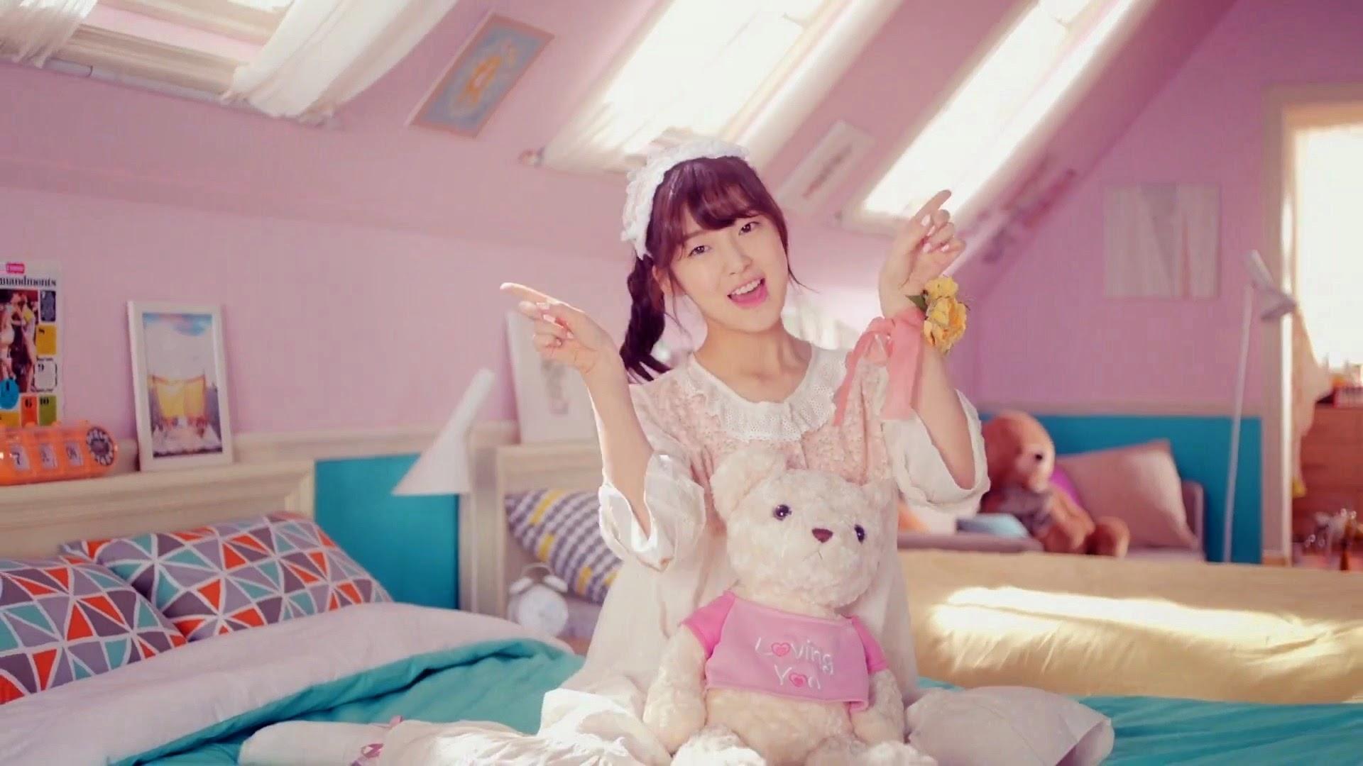 Oh My Girl's Arin in Cupid MV