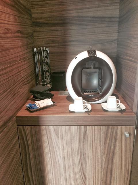 hotel_aroi_ponferrada_gisela_lopez_ordoñez_missdownpour_junior_suite_cafetera_dolce_gusto