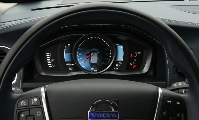 Volvo V60 PHEV instrument panel