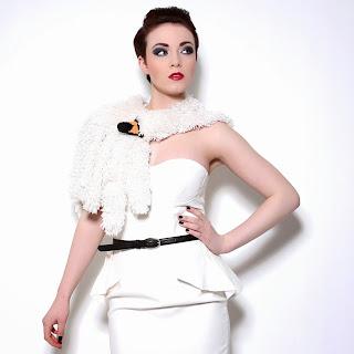 http://modafirma.com/boutique/heli-mg-eco-furs/swan-cape-1402