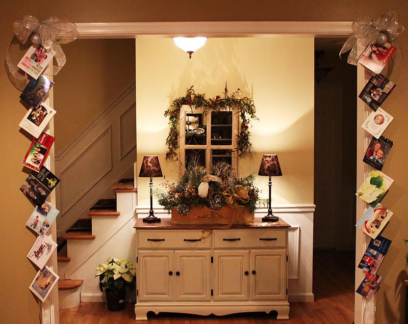 12 cool ideas for hanging christmas cards lentine marine 17574. Black Bedroom Furniture Sets. Home Design Ideas