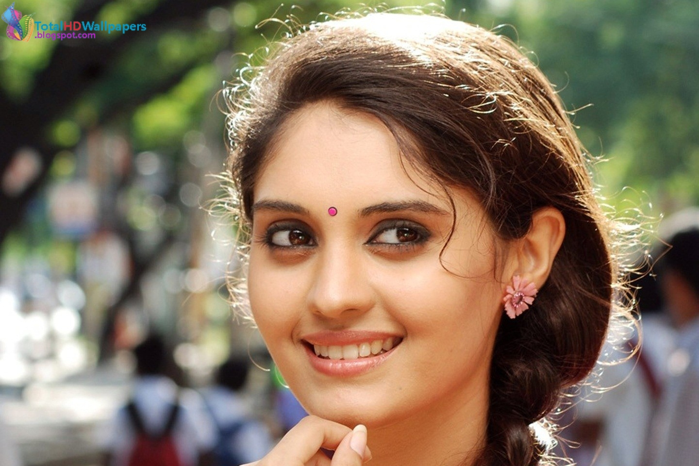 tamil actress hd wallpapers free downloads: surabhi hd wallpapers
