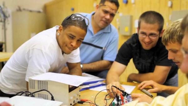 اليك 8 أماكن لتعلم هندسة الإلكترونيات اون لاين ومجاناً