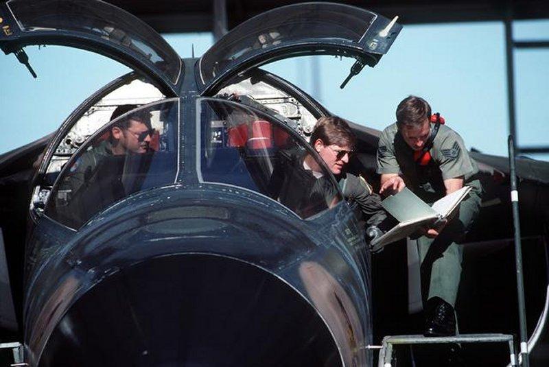 """HI-TECH Automotive: F-111 """"Aardvark"""" Cockpit"""