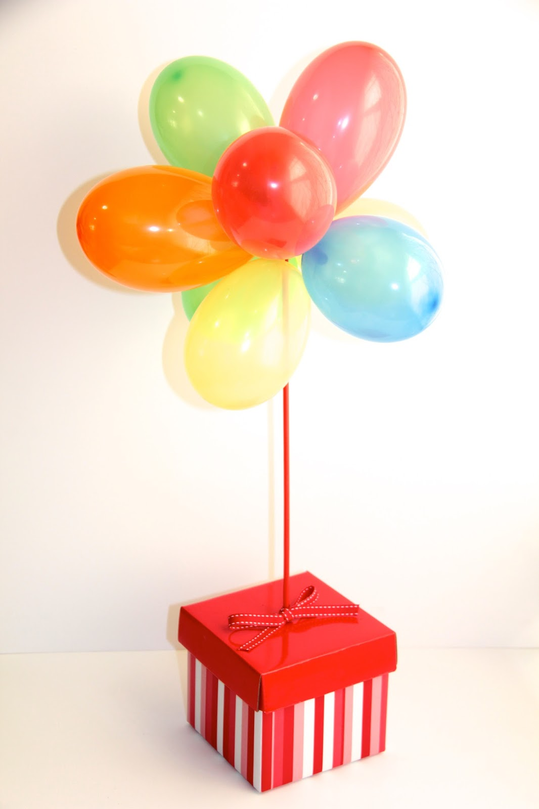 Circus party theme balloon centrepiece diy basil and chaise