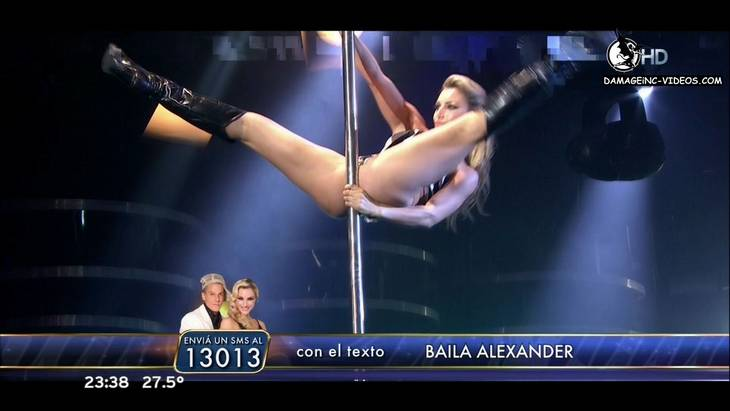 Hot dancer Sofia Macaggi open legs in the pole dance HD video