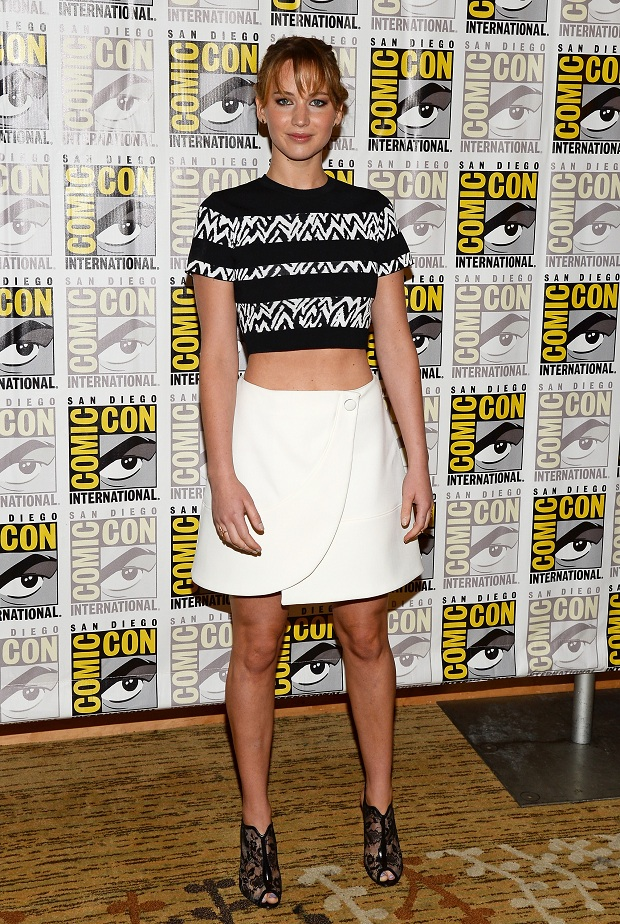 Jennifer Lawrence bares midriff at 'The Hunger Games: Catching Fire' press line at Comic-Con 2013