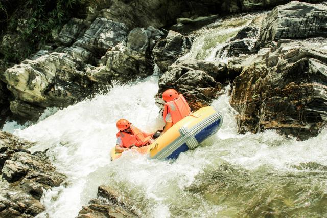 Phượt Hòa Phú Thành Đà Nẵng - Trượt Thác Nước Cực Sướng