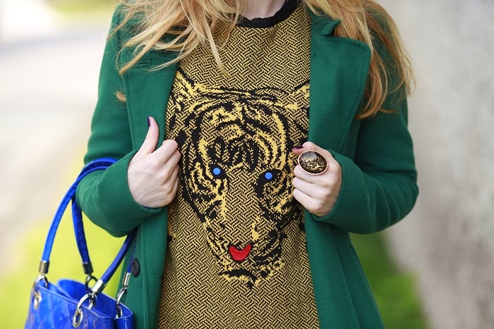 green coat, stradivarius, how to wear tiger pring, color blocking