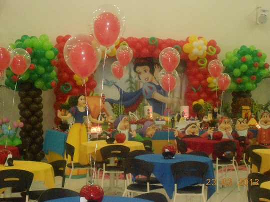 decoracao festa infantil yellow submarine:MONKEY FESTAS por Elen Moreti: Branca de Neve Arrelia Rock Campinas