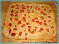 Focaccia ai pomodorini