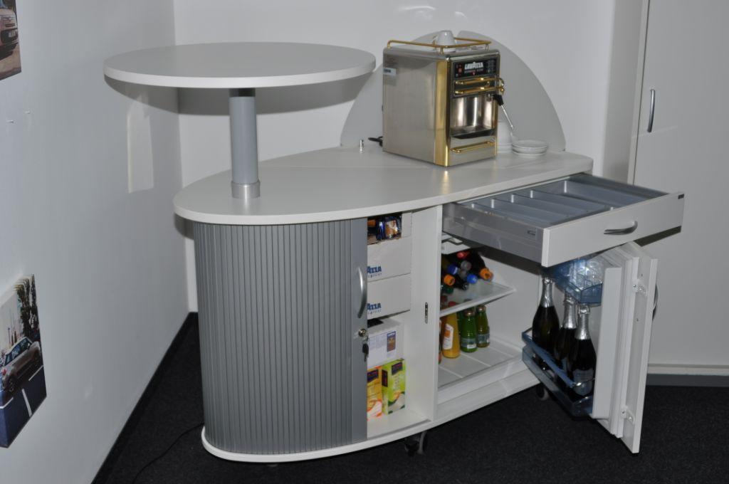 Kühlschrank Party : Colour up your office !: mobiler kaffeeschrank für die party im büro
