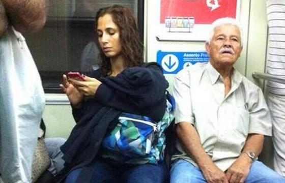 Camila já foi clicada no metrô outras vezes (Foto: Reprodução/Twitter)