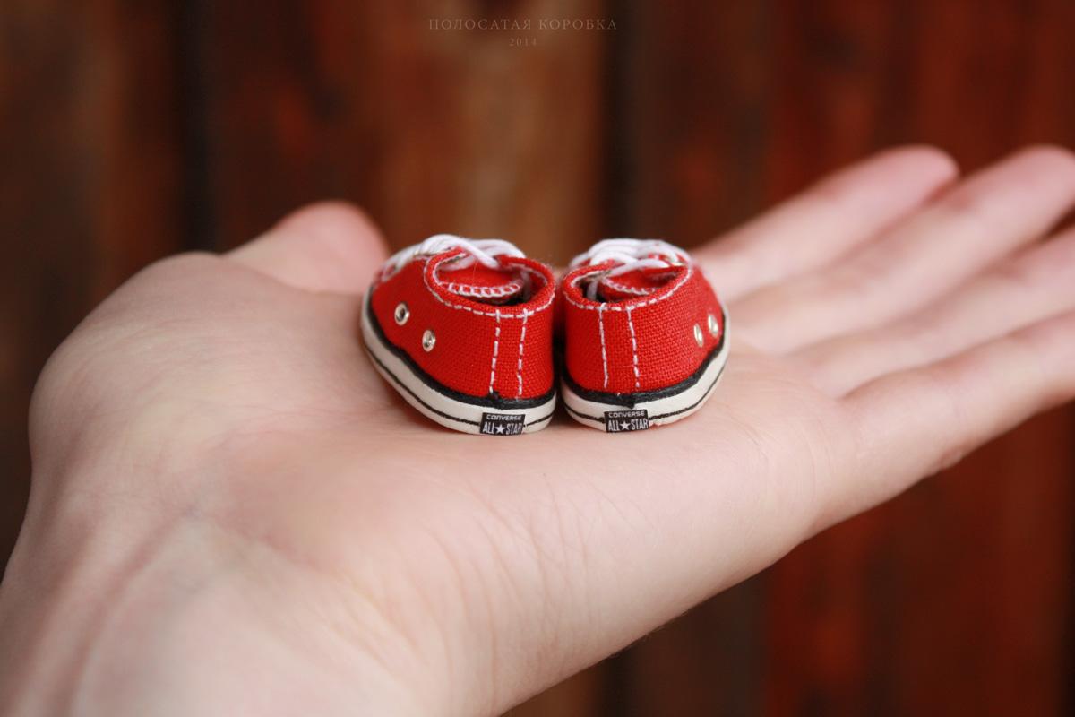 Миниатюрные кеды для куклы