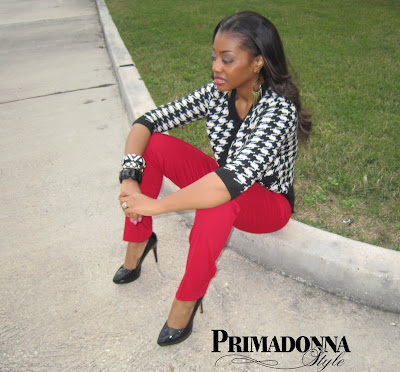 how to wear houndstooth, how to wear red pants, red skinny pants, red ankle pants, forever 21 houndstooth cardigan, nine west 7proudly, white black and red outfit