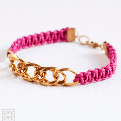 Bisuteria,jewelry,etsy,pulsera,bracelet,cordon algodon,cotton cord,macrame,nudo,knot,fucsia,fuchsia,cadena,dorado,gold, chain