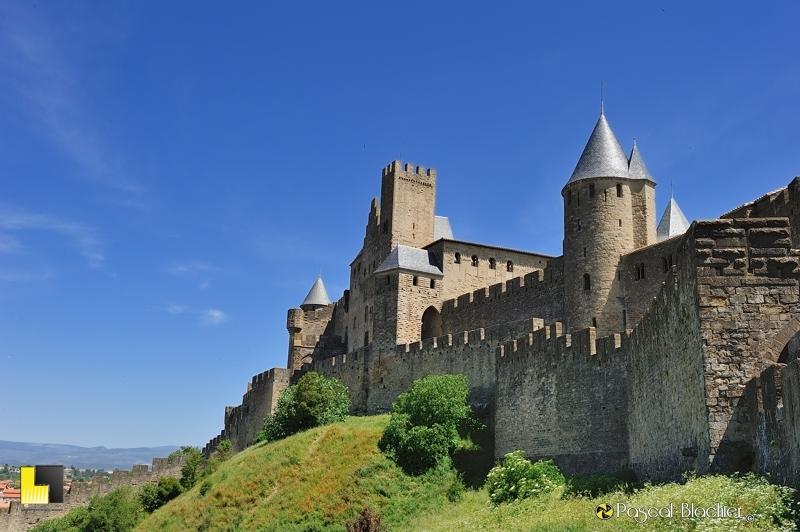 Carcassonne le château comtal à l'ouest de la cité photo blachier pascal au delà du cliché