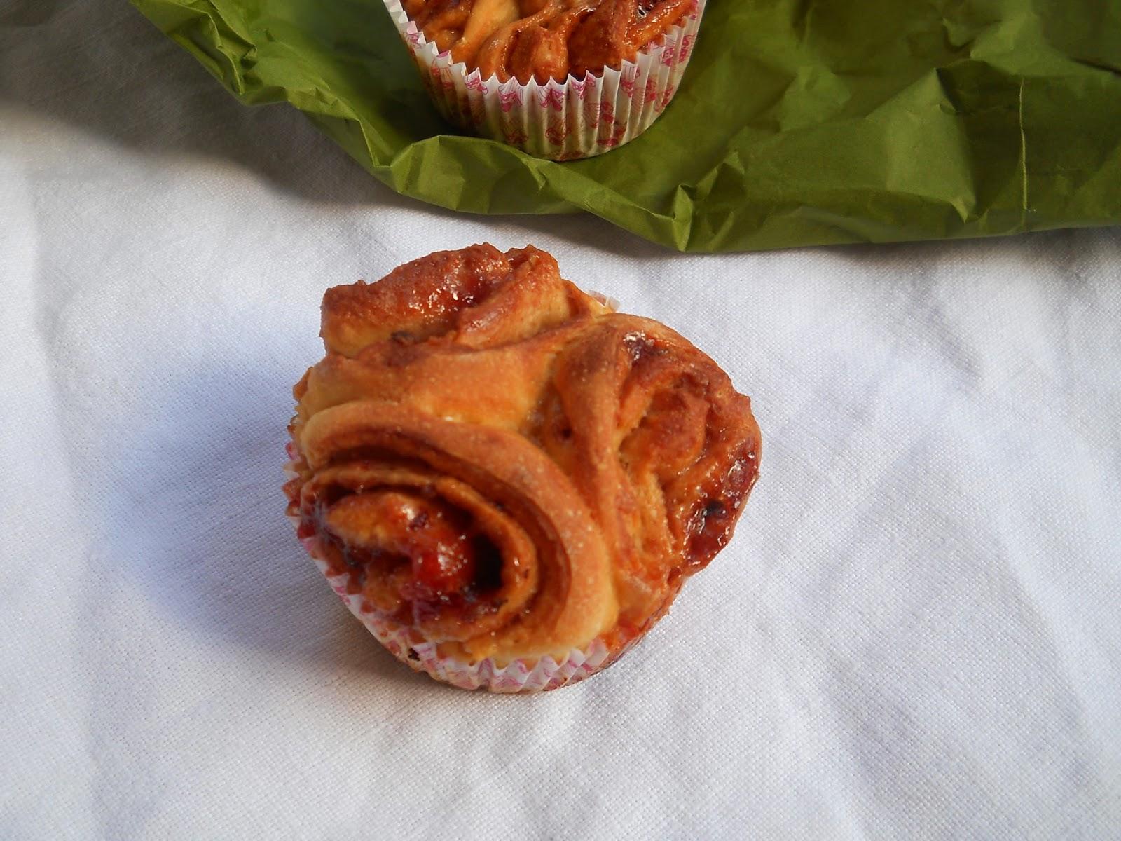 brioche senza grassi e senza zucchero con la marmellata di ciliegie o con cioccolato