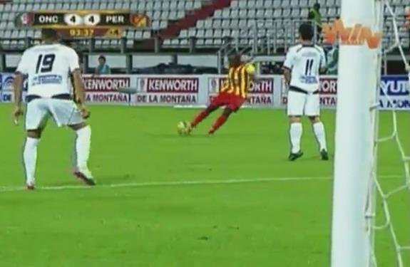 Deportivo Pereira player Francisco Córdoba scores from a free-kick against Once Caldas