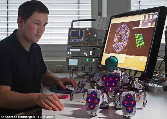 Saintis cipta robot dengan kulit plat heksagon sensitif yang punyai rasa sentuh