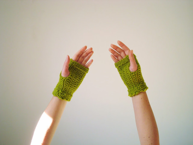 http://www.etsy.com/listing/168605819/green-chunky-gloves-knit-fingerless