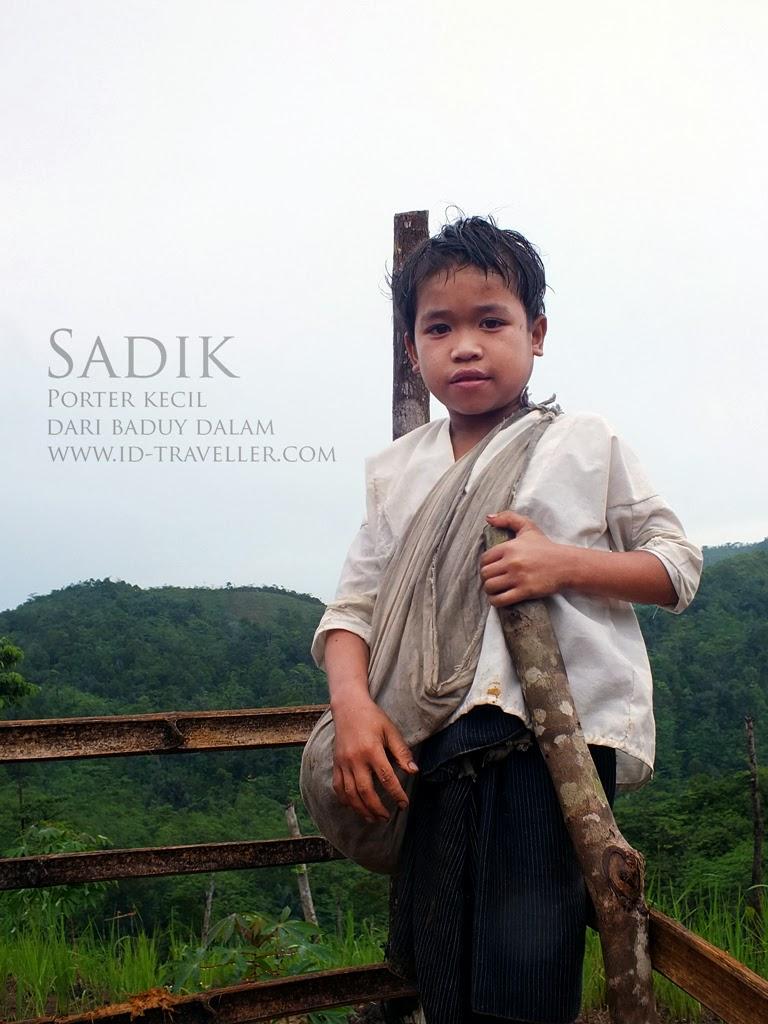 Seorang porter cilik dari suku Baduy Dalam