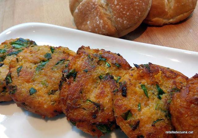 Mini hamburgueses de quinoa, moniato i col kale.