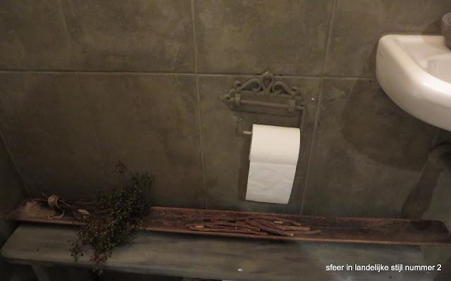 Sfeer in landelijke stijl nummer toilet